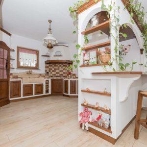 3-cucina_rustica_in_legno